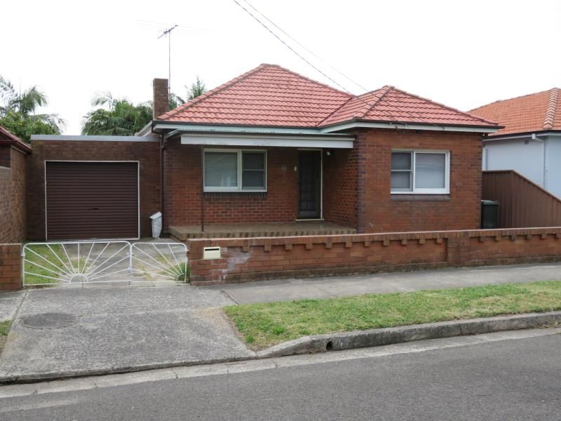 3 Bedroom Double Brick & Tile Freestanding House in a Convenient Location