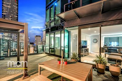 The Best in Indoor/Outdoor Southbank Living!