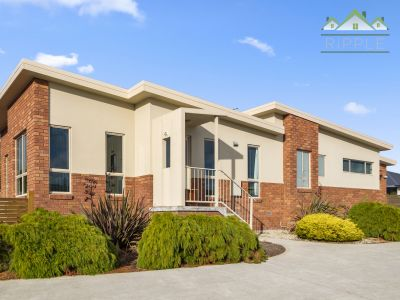 CONTEMPORARY VILLA WITH AMPLE PARKING