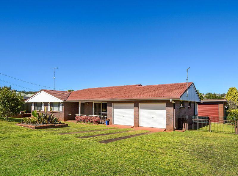 Premier Cul-De-Sac Position with Large Home