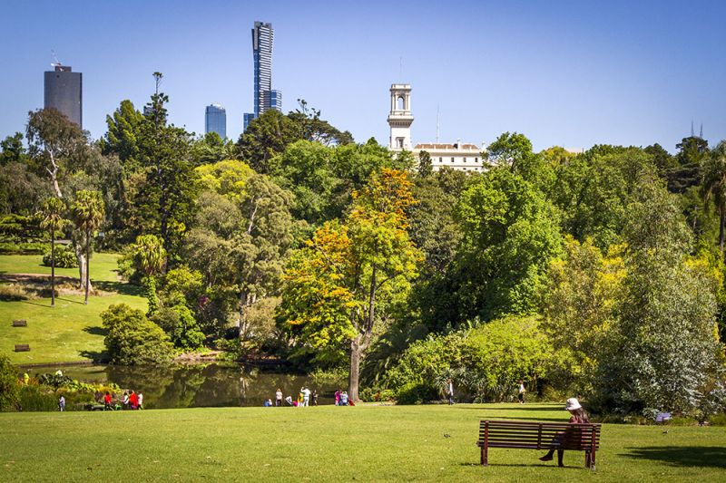 SPECTACULAR VIEWS OVER ALBERT PARK – WHAT MORE COULD YOU WANT!