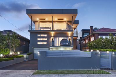 A State-Of-The-Art Family Entertainer with Panoramic Views