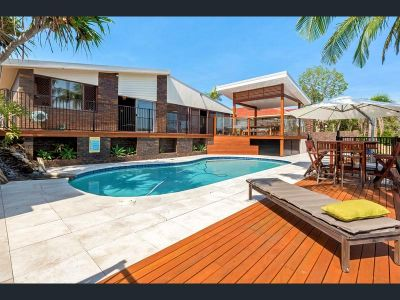 4 Bedroom Waterfront Home with a Pool
