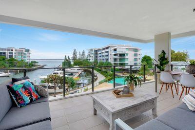 Impressive and Spacious 219m2 Corner Apartment - Best Value in Allisee!!
