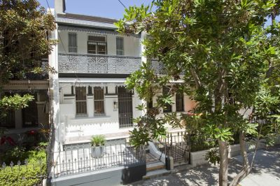 Stylish Contemporary Living in Classic Terrace With Sunny Courtyard Garden