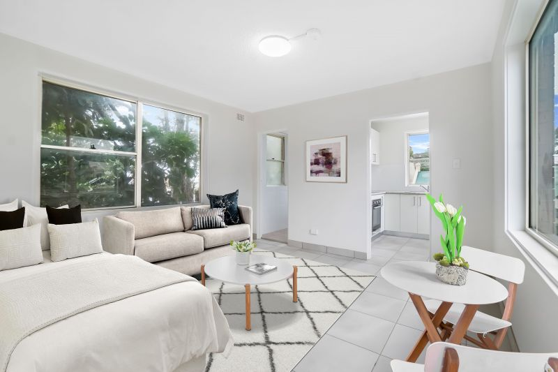 Fully Renovated Studio In Sensational Newtown Pocket