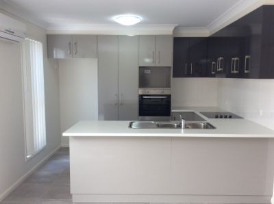A GREAT FIND! Low Maintenance, Modern Townhouse!