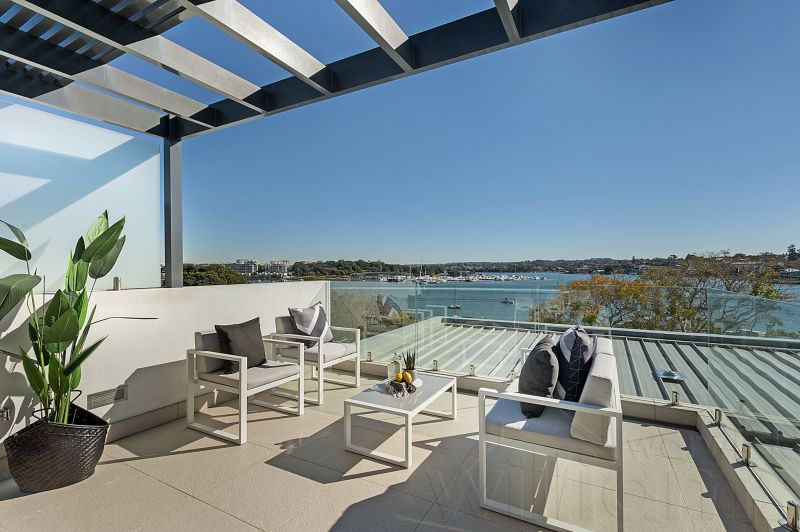 Opulent Designer Townhome, dress circle address with unobstructed Bay Views