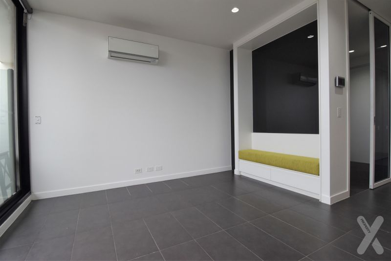 One Bedroom with Carpark in West Melbourne!