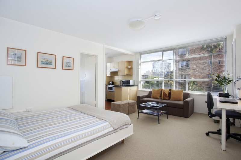LIGHT, BRIGHT APARTMENT IN A PERFECT LOCATION!