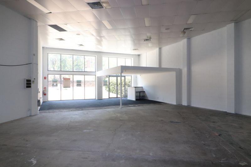 Excellent Showroom Or Retail Opportunity In Busy Burleigh Location