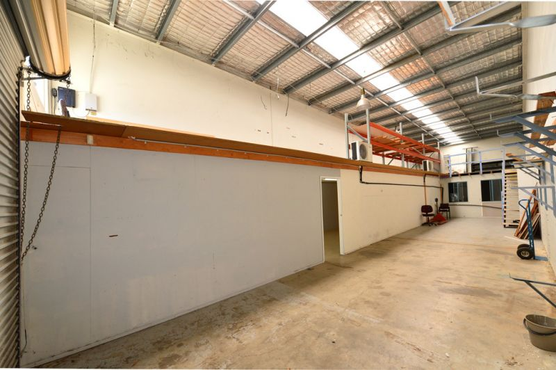 Well Presented Warehouse With Large Office / Showroom