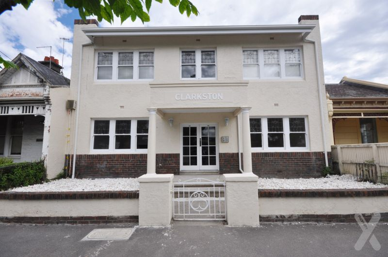 One Bedroom Art Deco Apartment! UNFURNISHED