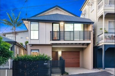 Contemporary 3 Bedroom Property in Ideal Location