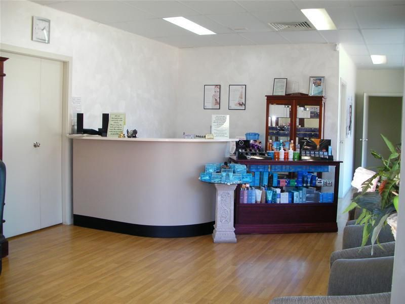 BEAUTY THERAPY COLLEGE & RETAIL SHOP