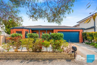Wonderfully positioned metres from Park lands and waterways.
