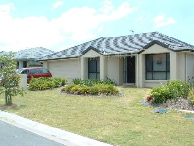 Modern 4 Bedroom & Ensuite Home with Large Yard - Upper Coomera