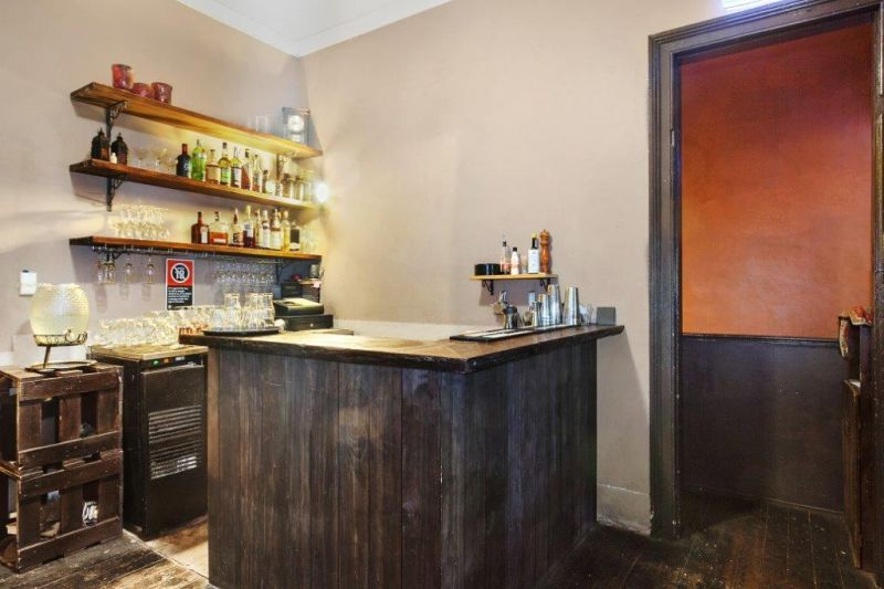 FULLY FITTED BAR WITH VALUABLE PSA LICENSE