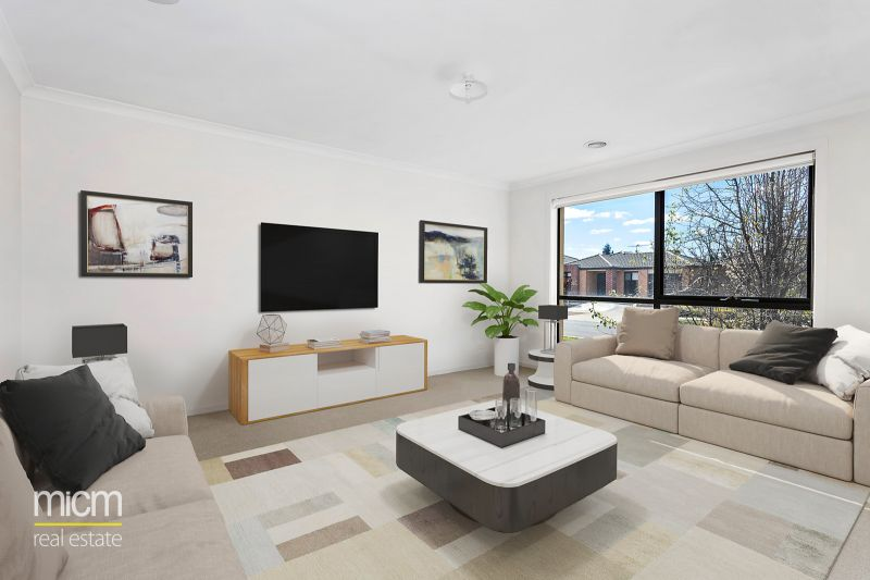 Irresistible Family Spaces in Privileged Position