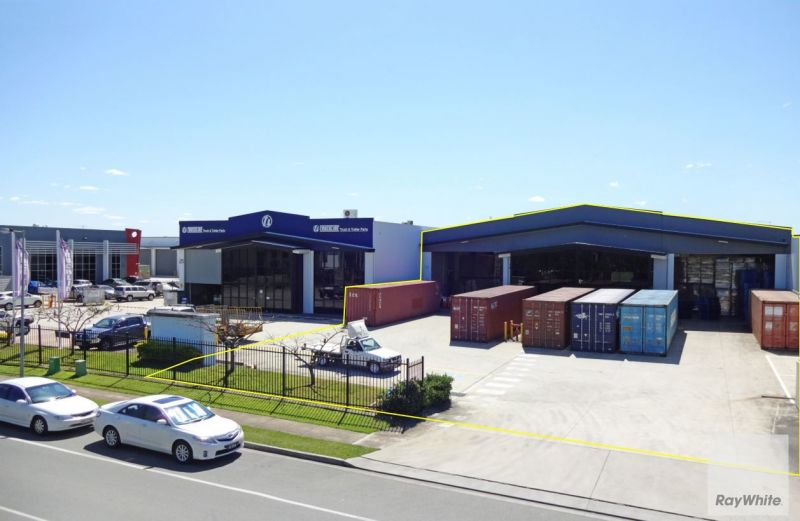 Large Clear Span Warehouse with Truck Access