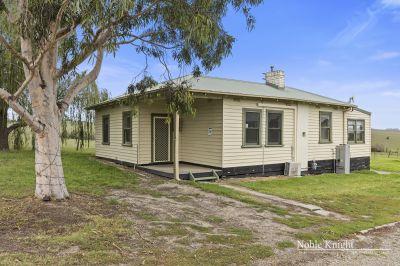 Charming Cottage Living