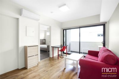 Fabulous Two Bedroom Apartment with Everything at Your Doorstep! L/B