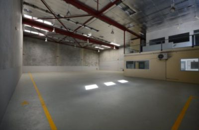 OFFICE / WAREHOUSE ACCOMODATION IN NEWMARKET!