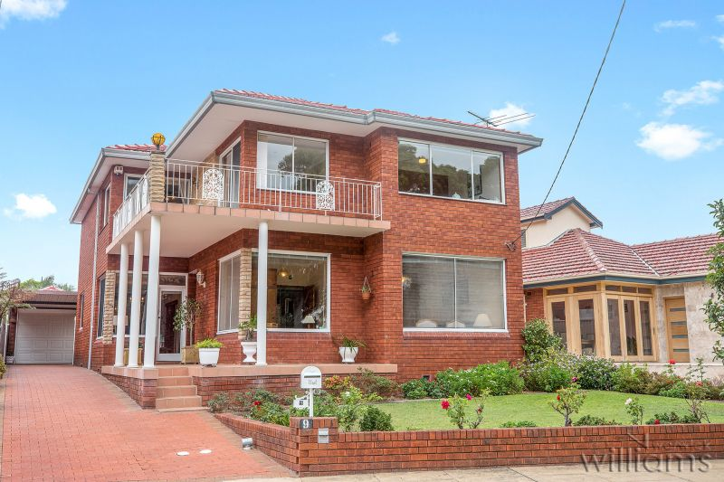 Superb Family Home with Northerly Bay Views