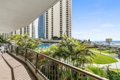Furnished 2 Bedroom Apartment in 'Surfers International'