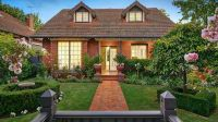 Elegant family home in the heart of exclusive Deepdene