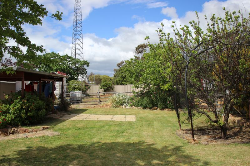 For Sale By Owner: Broomehill Village, WA 6318