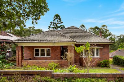 Spacious  Home In Peaceful, Treelined Street