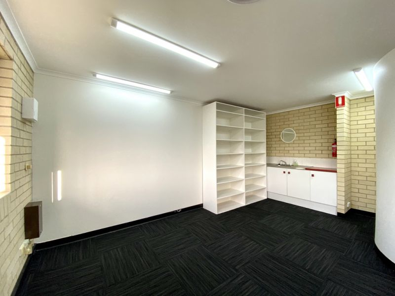 NEWLY REFURBISHED OFFICE IN SPRINGWOOD