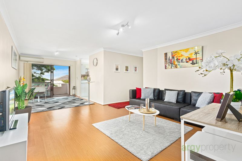 Full brick, renovated & spacious apartment