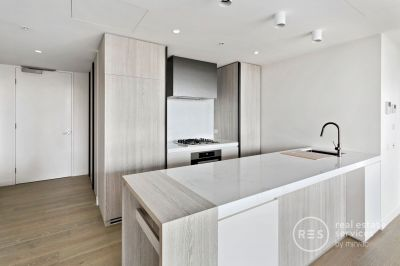 Beautiful light-filled apartment with garden views – 116m2!