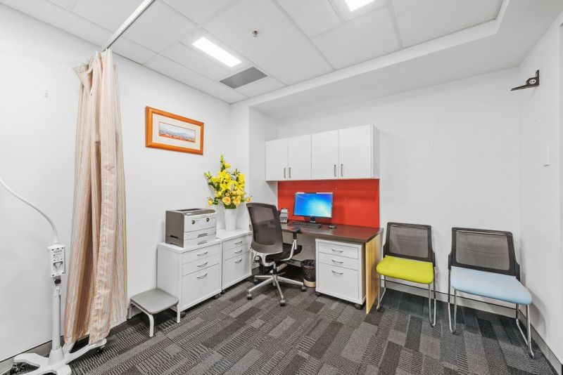 DOCTORS CONSULTING ROOM in Established Medical Centre in the CBD