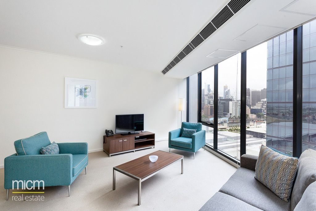 Central Southbank Entertainer with Striking City, River and Lake Views