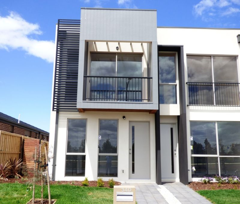 FIRST CLASS TENANT WANTED! Contemporary Living With Parkland Views!