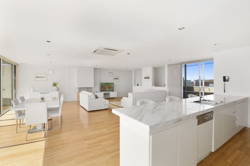 Expansive Waterfront Penthouse with Panoramic Rooftop Views