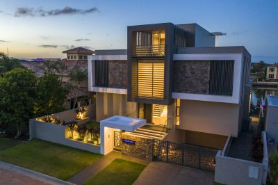 AZZURIS - Four-Level Architectural Masterpiece