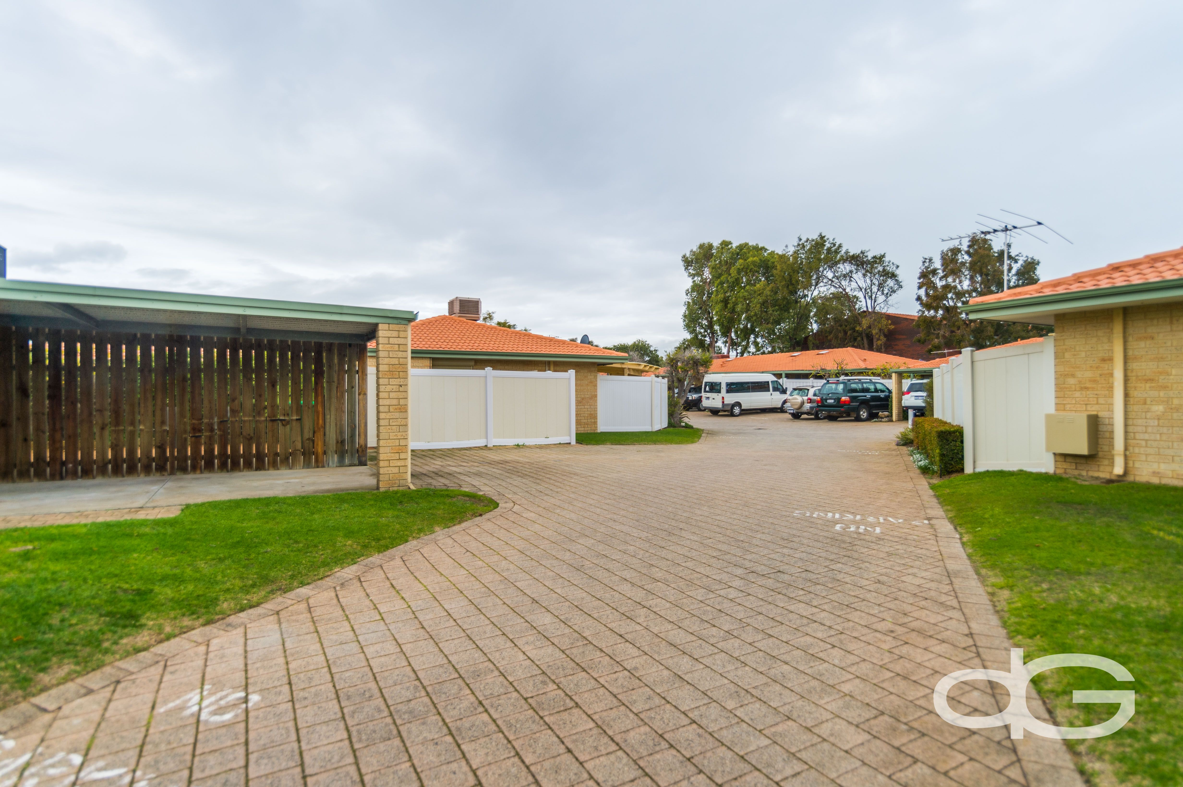 24/35 Winnacott Street, Willagee