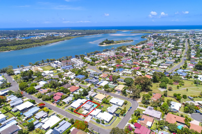 MAROOCHY WATERS HI SET - WITH A POOL!