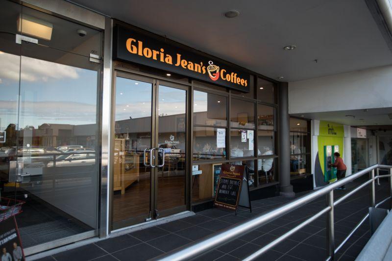 GLORIA JEANS COFFEE SHOP