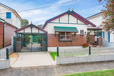 Charming Home Set In An Ideal & Popular Location
