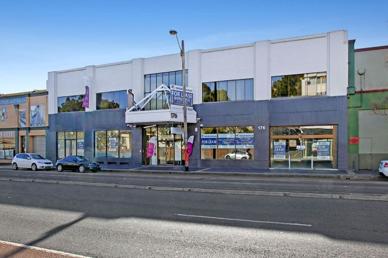 EXCELLENT EXPOSURE - (LEASE AS ONE OR COMBINED) THE WHOLE GROUND FLOOR- MASSIVE FRONTAGE!