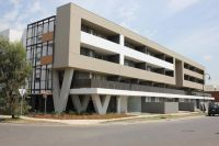 ONLY MINUTES FROM HIGHPOINT SHOPPING CENTRE!!!