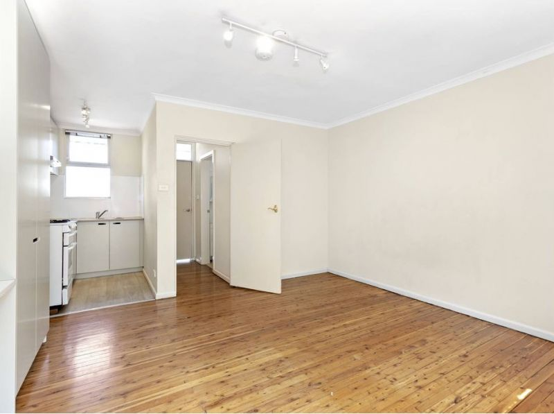 *** 1 WEEK FREE RENT *** Large Studio In Great Location