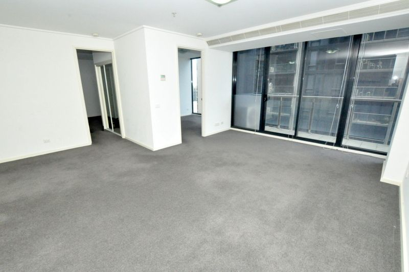 Stunning 2 Bedroom Apartment in the Fabulous Melbourne Tower Complex!