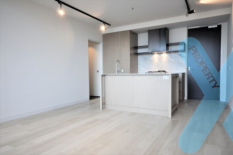 Bright Two Bedroom Apartment with Views