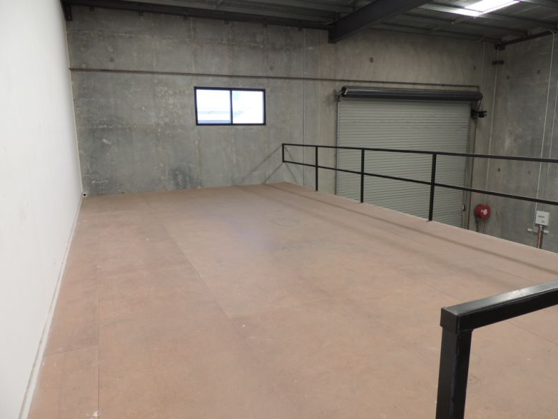 Warehouse Close To M1 Motorway